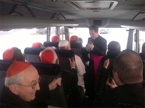 Foto del Papa en bus